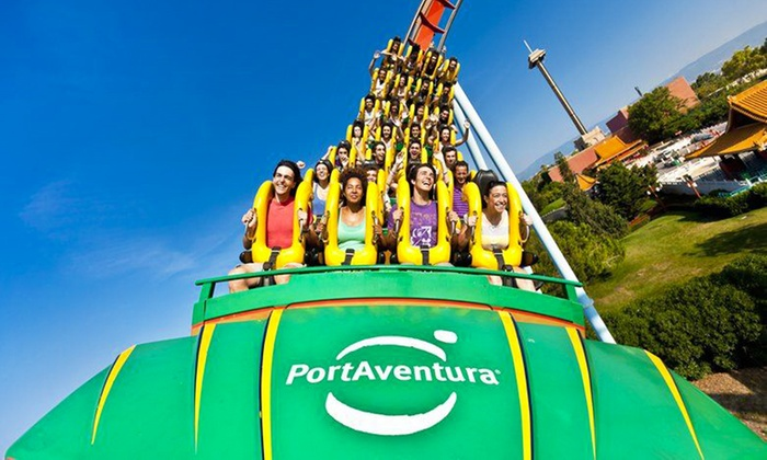 Montagnes russes au parc d'attraction Port Aventura